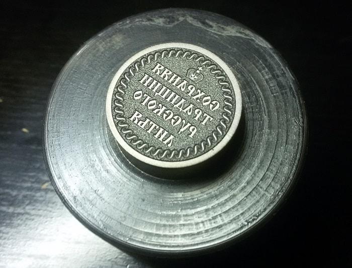 пуансон из закаленной стали