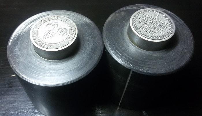 чеканочная металлическая матрица