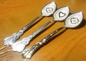 стоимость гравировки на серебряных ложках
